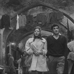 «La Brique et le Miroir» (1964)