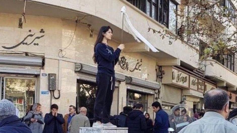 vida-movahed-iran-protest